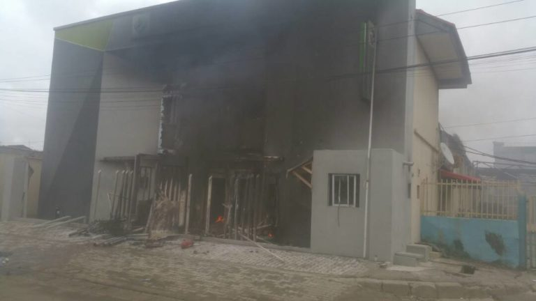 Pandemonium in Apapa : Two Banks Torched as Truck Drivers Protest the Killing of a Colleague