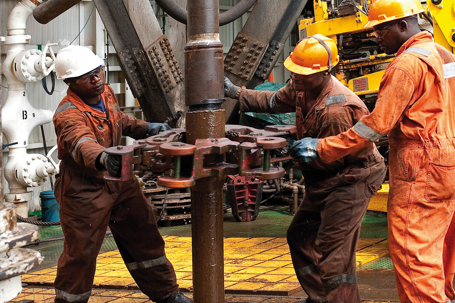 corporate social responsibility of oil and gas industry in nigeria Industry such as oil spills, the social impact of the industry on local communities and macro- economic difficulties created by the inflow of oil revenues the oil and gas sector has been among the leading industries in championing csr.